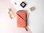 【限定色】Alto 皮革手機收納包 - 蜜桃橘 (可加購客製雷雕) 保護套 護照夾 手拿包 皮夾 長夾