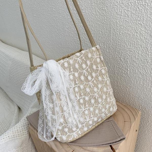 女包2021夏季新款韓版蕾絲草編包洋氣百搭大容量編織水桶包單肩包  霓裳細軟