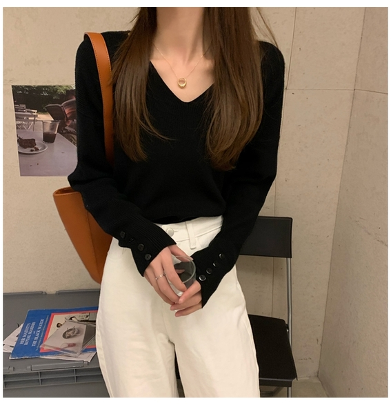 【現貨】梨卡 - 秋冬季純色長袖V領針織上衣-新款內搭寬鬆百搭毛衣針織衫低v領毛衣上衣BR885
