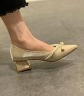 粗跟鞋 尖頭單鞋女粗跟2021年春季新款時尚珍珠小香風百搭淺口法式高跟鞋 伊蘿