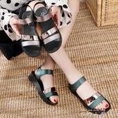 媽媽涼鞋鏡面時尚軟底中年女夏平底中老年坡跟防滑軟皮舒適夏季鞋 米娜小鋪