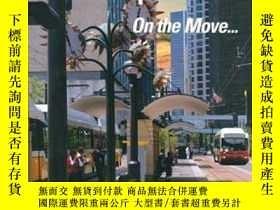 二手書博民逛書店Public罕見Transportation: On the Move...-公共交通:在旅途中。。。Y443