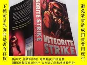 二手書博民逛書店METEORITE罕見STRIKE: 隕石撞擊Y212829