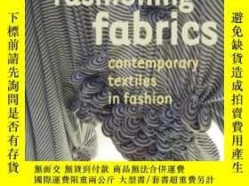 二手書博民逛書店Fashioning罕見Fabrics: Contemporary Textiles In FashionY3