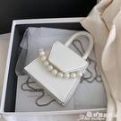 小方包 迷你小包包女2021新款潮百搭ins斜背錬條包側背小方包珍珠手提包 晶彩 99免運