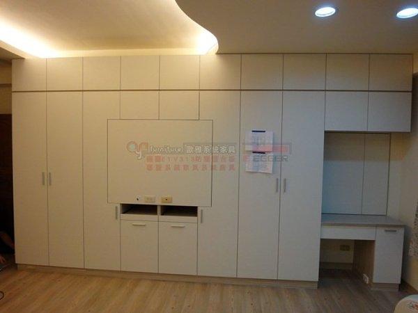 【歐雅系統家具 】衣櫃加掛電視設計 化妝台 E1V313塑合板