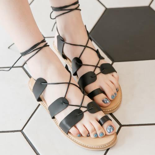 涼鞋 D+AF 歐風假期.交叉綁繩平底羅馬涼鞋*黑