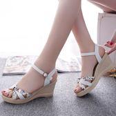 夏季新款時尚甜美韓版一字搭扣防水台高跟魚嘴坡跟涼鞋女鞋子  莉卡嚴選