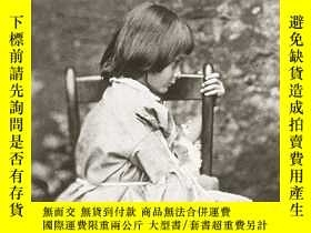 二手書博民逛書店The罕見Photographs of Lewis Carroll: A Catalogue Raisonne