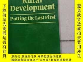 二手書博民逛書店Rural罕見Development : Putting the Last FirstY10445 Rober