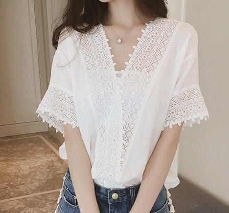EASON SHOP(GU4886)蕾絲拼接V領短袖襯衫女上衣服素色春夏裝韓版寬鬆內搭衫鏤空白色粉色民族風森林