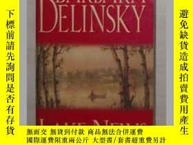 二手書博民逛書店英文原版罕見Lake News by Delinsky Barb