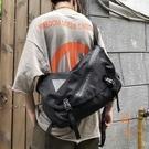 大容量斜背包男女街頭嘻哈肩背包工裝包書包【橘社小鎮】