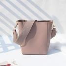 水桶包歐美ins超火女包2020新款潮時尚寬帶手提斜挎包子母包大包 免運
