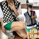 EASON SHOP(GQ2976)復古棋盤格紋撞色格子修身顯瘦單排釦V領無袖開衫馬甲針織背心毛衣女上衣服休閒藍