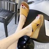 坡跟拖鞋女夏時尚外穿室內高跟涼拖女夏交叉高跟厚底沙灘拖鞋 LF3840【宅男時代城】