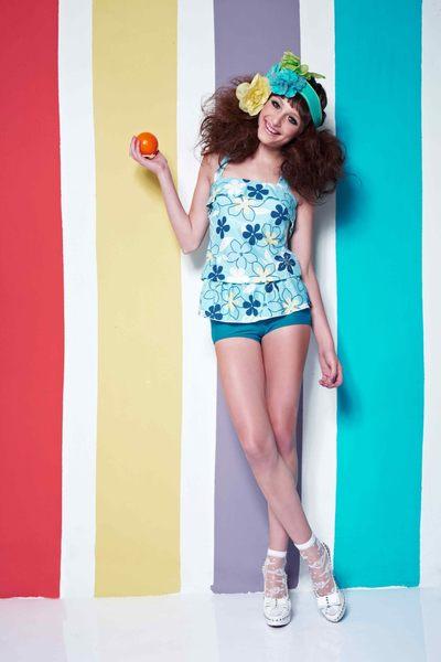 【出清專區 】APPLE蘋果牌泳裝↘成本出清~大女藍底描邊花荷葉邊二件式泳衣 附泳帽 NO.12431