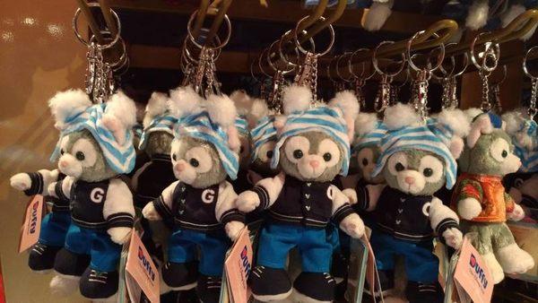 【香港迪士尼代購】 棒球裝【畫家貓鑰匙圈】附樂園指南+袋子 Duffy