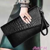 手拿包手拿包女2021新款女士信封包鱷魚紋手抓包斜背包女側背包名媛女包 JUST M