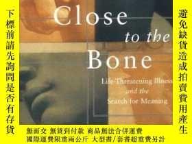 二手書博民逛書店Close罕見to the Bone: Life Threatening Illness and the Sear