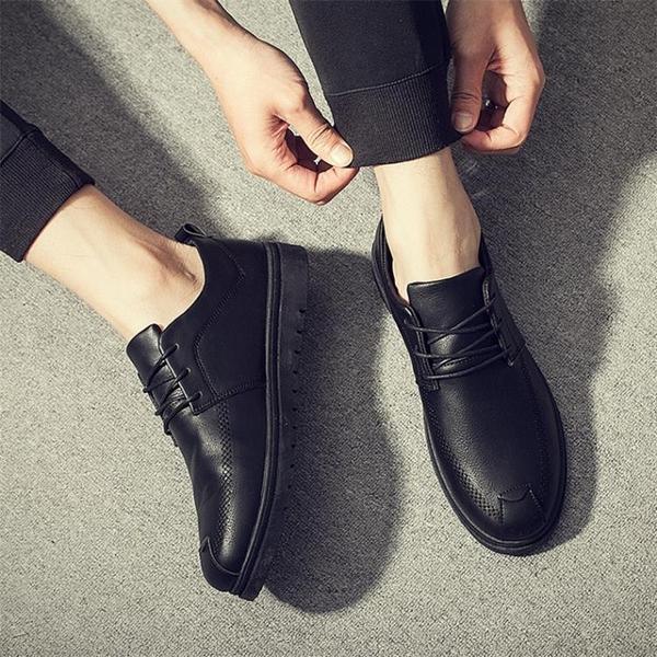夏季小皮鞋男士休閒鞋全黑防水防潑水防滑防油耐磨廚房廚師上班工作板鞋