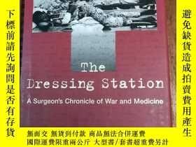 二手書博民逛書店The罕見Dressing Station: A Surgeon