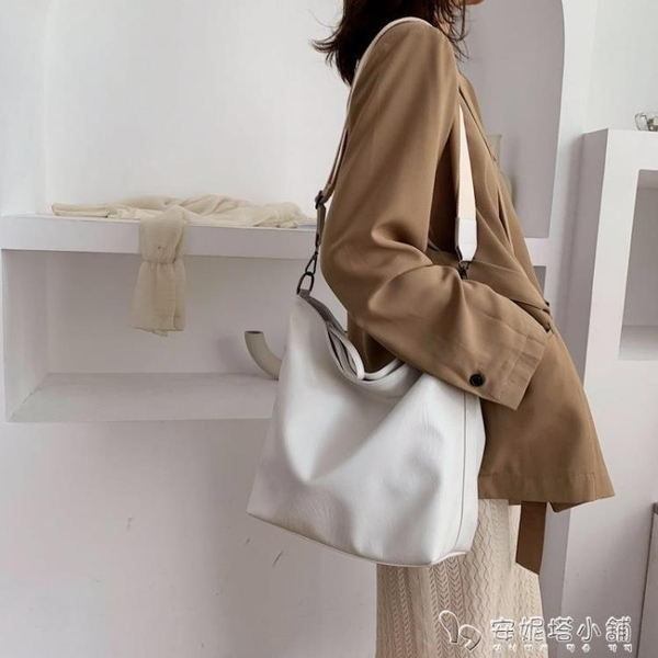 包包女 新款潮韓版百搭水桶包寬帶斜背包大容量簡約學生單肩包 安妮塔小鋪