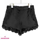 【SHOWCASE】優雅側襬蕾絲緞面休閒短褲(黑)