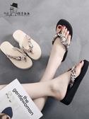 涼拖鞋 高跟水鑽拖鞋女夏時尚外穿海邊涼拖沙灘坡跟防滑厚底人字拖