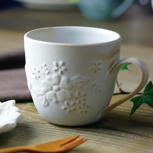 日本益子燒 - 花園燻雕紋馬克杯 - 粉引白