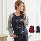 愛心燙印裡填滿英文字母 基本簡單的設計,有質連袖接色,有顯瘦修身的效果