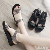 新款夏季平底女鞋中年舒適女士百搭厚底中跟媽媽涼鞋 QQ5826『東京衣社』