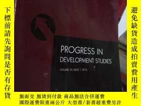 二手書博民逛書店Progress罕見in Development Studies