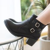 【現貨快速出貨】靴子.MIT雙扣環粗跟側拉鍊高跟短靴.白鳥麗子