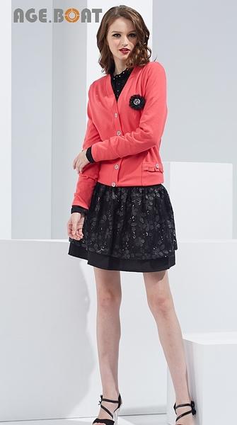 【AGE BOAT】秋冬服飾特賣~前面V字排扣後下襬雪紡棉質外套 附別針  NO.152002