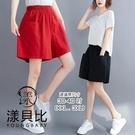 【YOUNGBABY中大碼】鬆緊側大方型口袋棉質休閒短褲.紅/黑