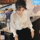 【V3205】shiny藍格子-獨特時尚.透膚V領流蘇羽毛長袖襯衫