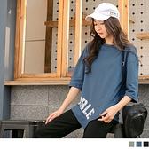 《AB13857》台灣製造。英字印花造型不規則層次七分袖上衣--適 XL~6L OrangeBear