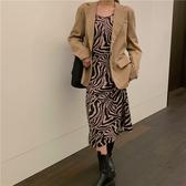 秋冬上新大碼女裝大碼女裝秋裝2020新款胖mm顯瘦港風減齡小西服斑馬紋吊帶裙兩件套