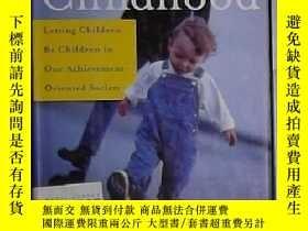 二手書博民逛書店英文原版罕見Reclaiming Childhood by Wi