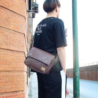 歐美風PU挎包仿皮單肩拉鍊中型背包信封包男休閒斜背包潮男郵差包