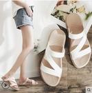 拖鞋2020夏季新款防水雨鞋女外穿休閒涼鞋平底拖鞋防滑軟底度假沙灘鞋 熱賣單品