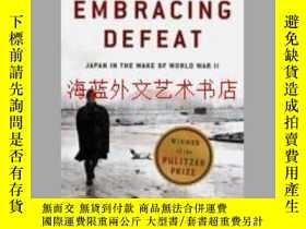 二手書博民逛書店Embracing罕見Defeat: Japan in the Wake of World War IIY28