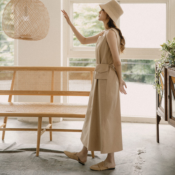 Queen Shop【01085012】方領素面設計腰包無袖洋裝 兩色售*現+預*