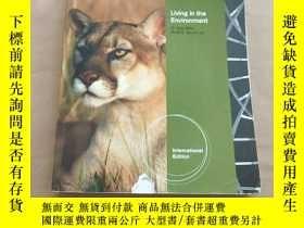 二手書博民逛書店Living罕見in the Environment 17th