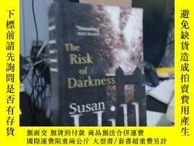 二手書博民逛書店The罕見Risk of DarknessY15389 Susa