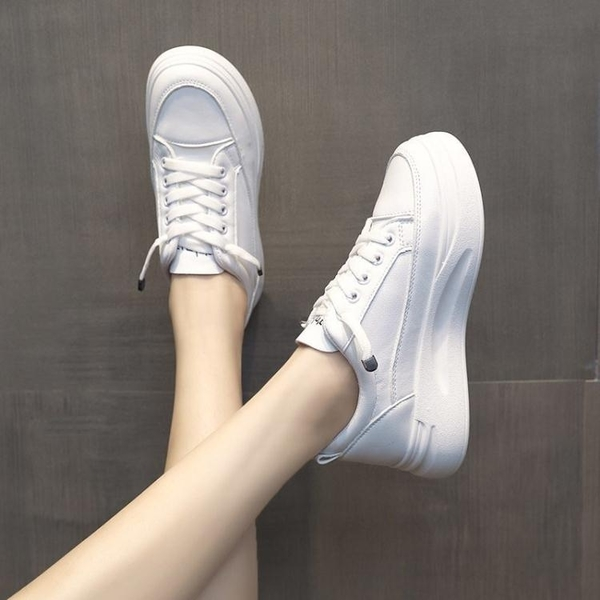 鬆糕鞋黑色軟皮小白鞋女2021秋夏增高網紅百搭基礎鬆糕鞋女厚底運動板鞋 雲朵走走