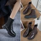 純手工大尺碼女鞋34~43 2020新款時尚百褡繫帶園頭低跟瘦瘦靴 短靴子~2色
