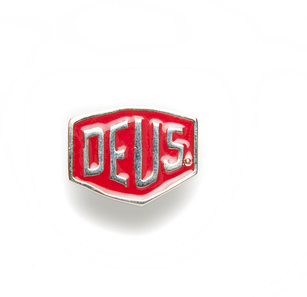 Deus Ex Machina Shield Badges 別針   騎士衝浪品牌 -(紅)