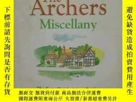 二手書博民逛書店The罕見Archers Miscellany:The Firs